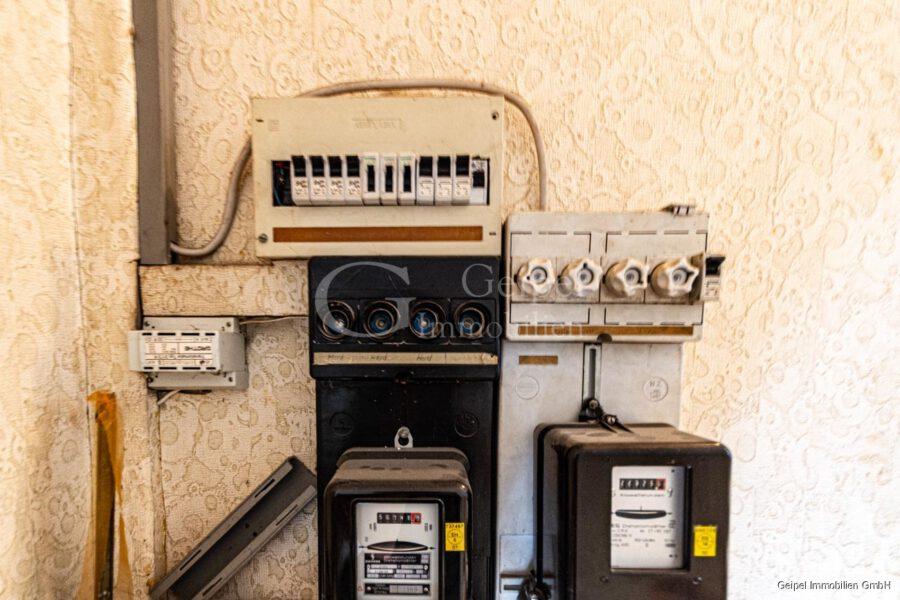 VERKAUFT 1-2 Familienhaus - neue Heizung - Stromverteilung im Treppenhaus