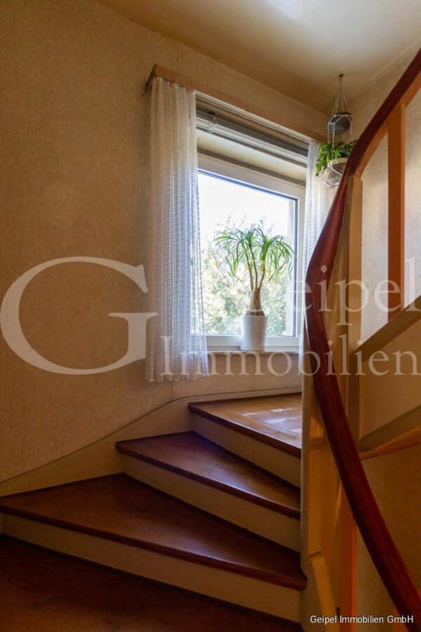 VERKAUFT 1-2 Familienhaus - neue Heizung - Treppenhaus