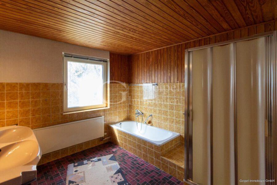 VERKAUFT 1-2 Familienhaus - neue Heizung - OG - Bad