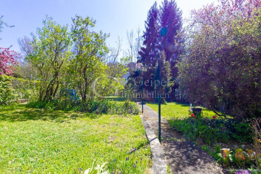VERKAUFT 1-2 Familienhaus - neue Heizung - Garten