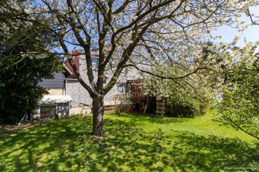 VERKAUFT 1-2 Familienhaus - neue Heizung - Gartenansicht