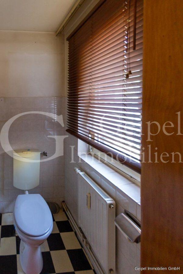 VERKAUFT 1-2 Familienhaus - neue Heizung - EG - Gäste WC