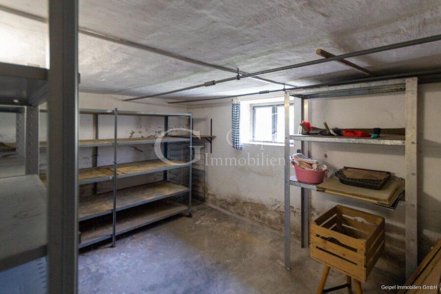 VERKAUFT 1-2 Familienhaus - neue Heizung - KG - Kellerraum 2