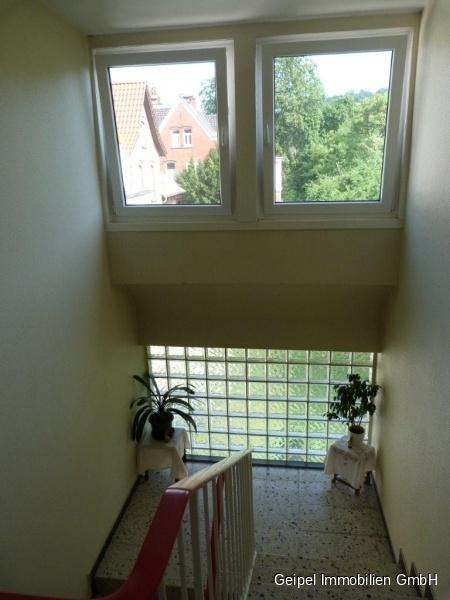 VERMIETET Mittendrin und trotzdem ruhig! mit Balkon und Einbauküche - Treppenhaus