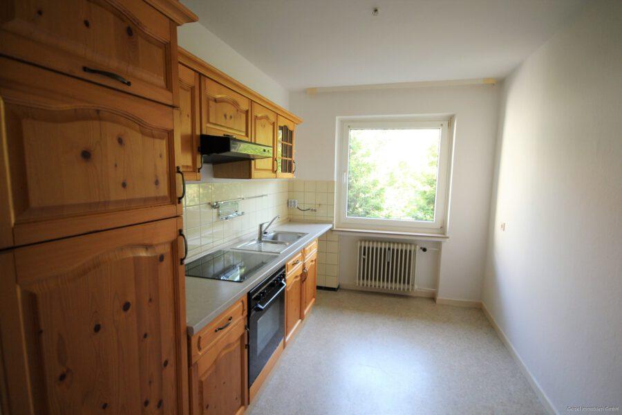 VERMIETET Mittendrin und trotzdem ruhig! mit Balkon und Einbauküche - Einbauküche
