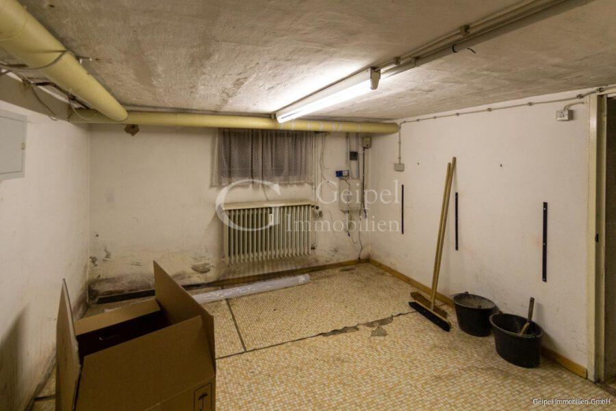 VERKAUFT 1-2 Familienhaus - neue Heizung - KG - Kellerraum vor Heizung