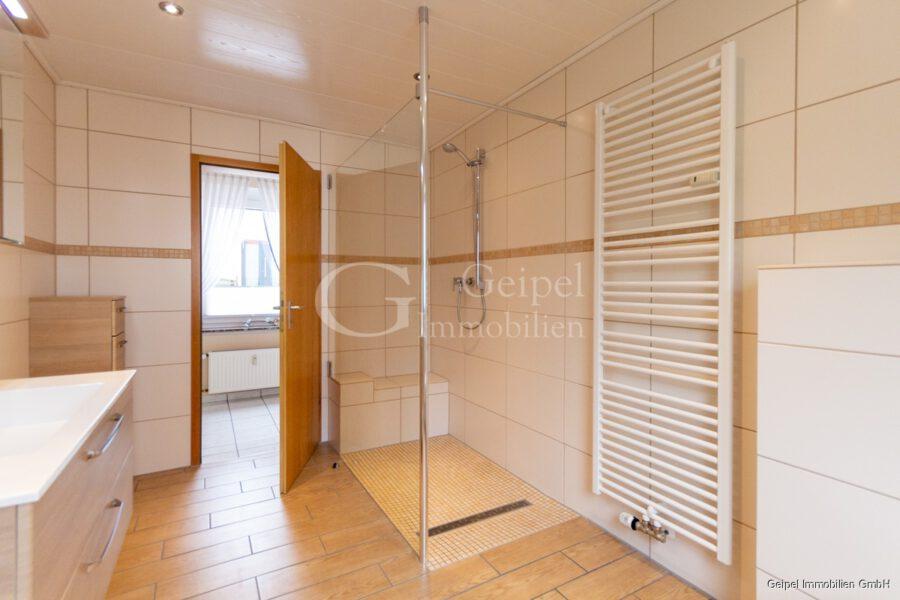 hochwertige Erdgeschosswohnung mit Terrasse - ebenerdige Dusche